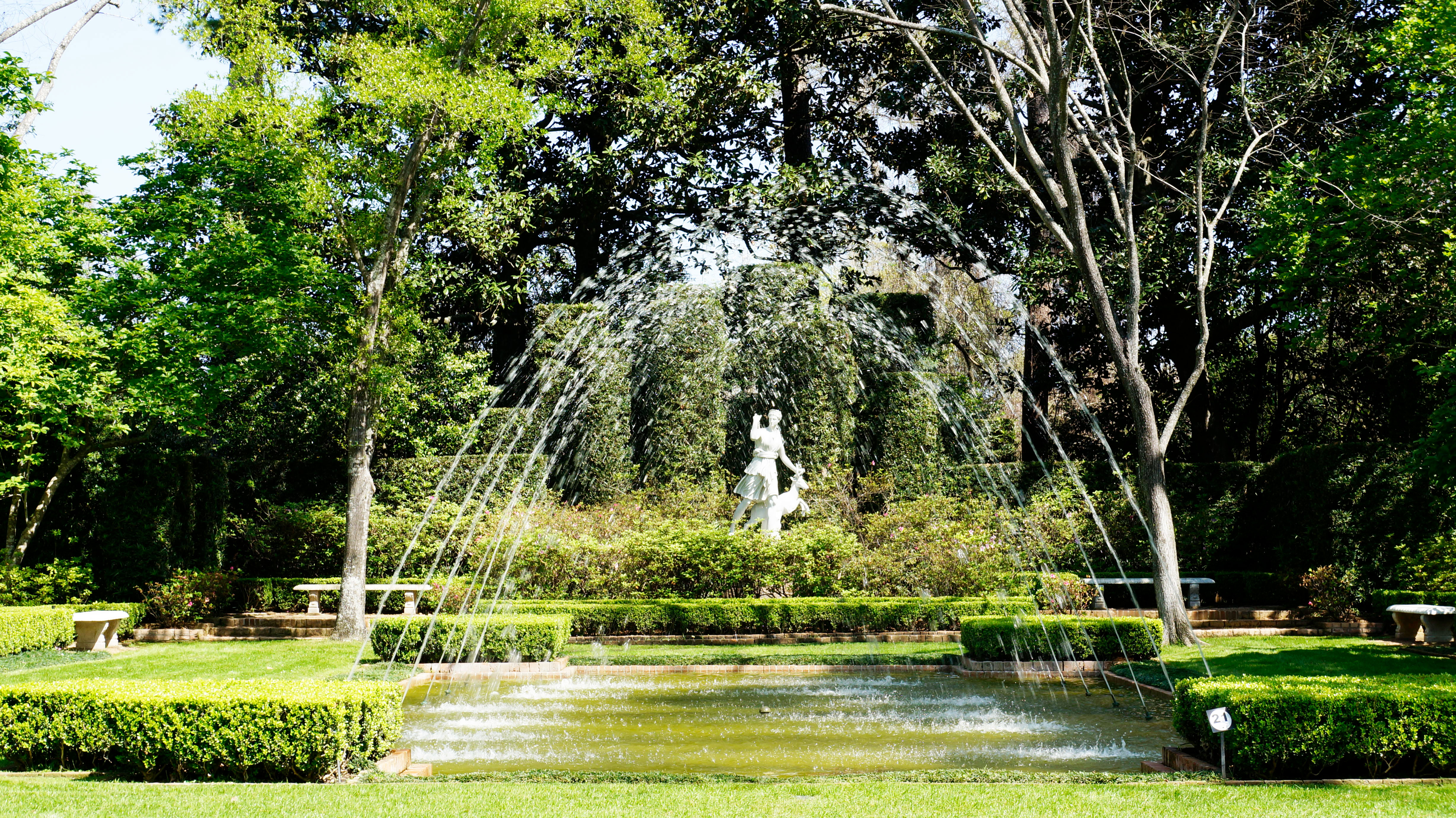 The Diana Garden Was The First To Statue Acquired For The Gardens. The  Focal Point Is Diana, The Goddess Of Wild Animals And Hunting.
